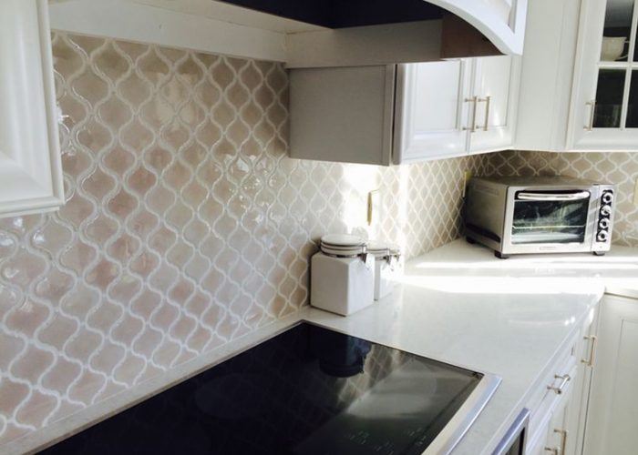 A versatile arabesque tile offers multiple looks
